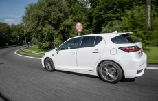Lexus CT200h F sport white facelifting