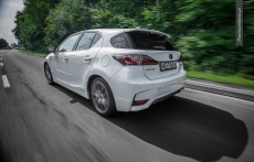 Lexus CT200h F sport white rear tyl