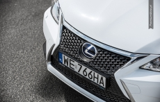 Lexus CT200h F sport white facelifting grill