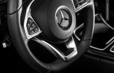 Nowy Mercedes klasy C wnetrze kierownica