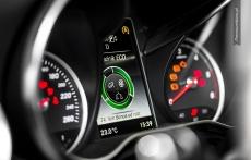 Nowy Mercedes klasy C wnetrze zegary W205