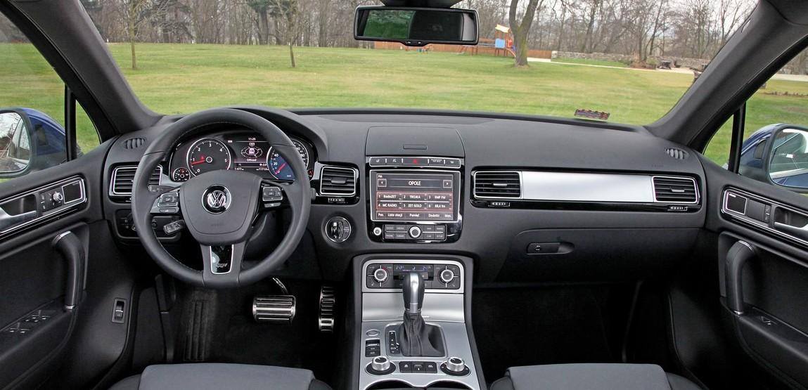 Nowy Volkswagen Touareg R-style wnetrze