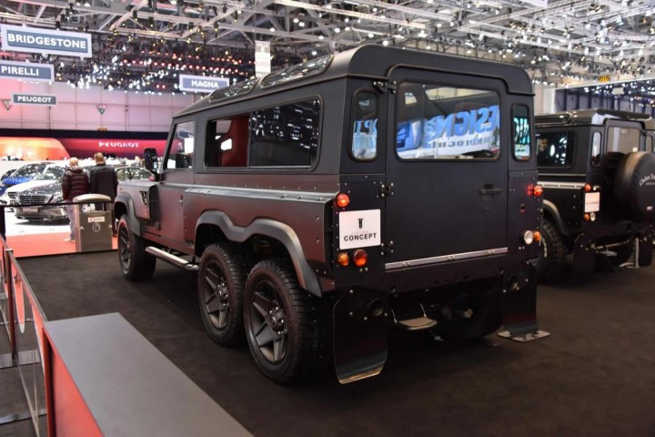 Land Rover Defender Flying Huntsman by Kahn Design Genewa