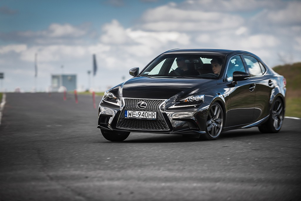 Lexus IS F sport vs nromal test