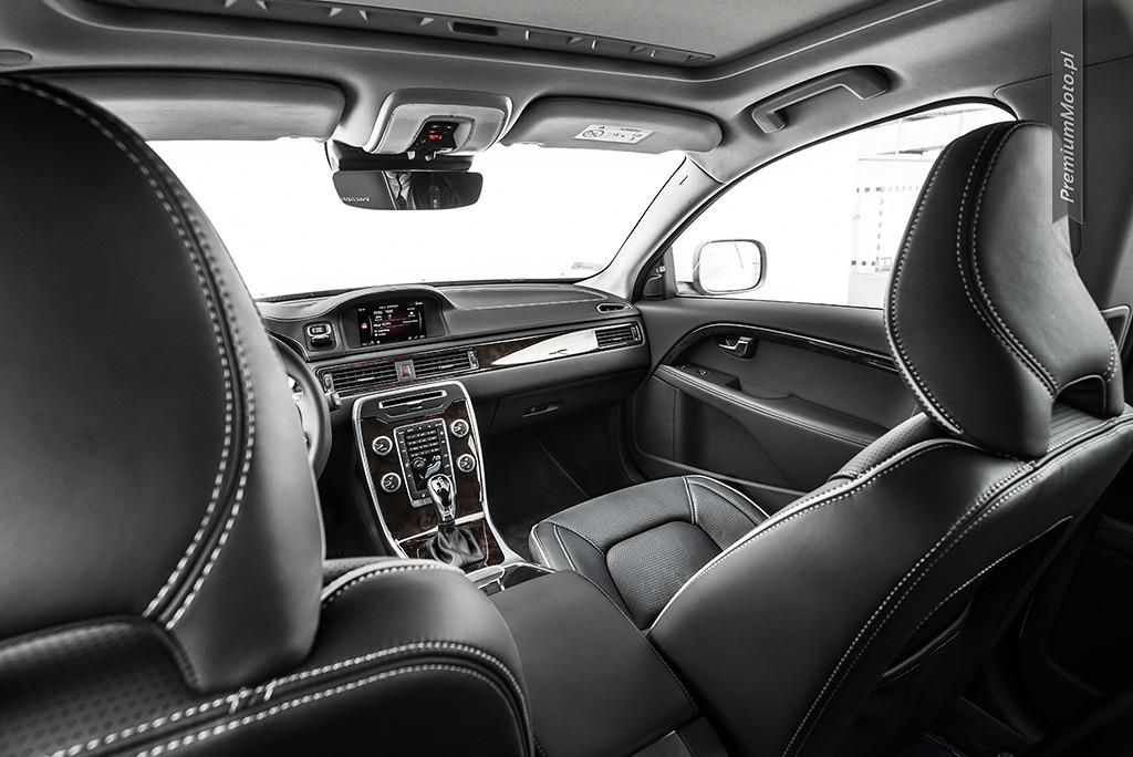 Volvo-XC70-FWD-biale-inscription-wnetrze