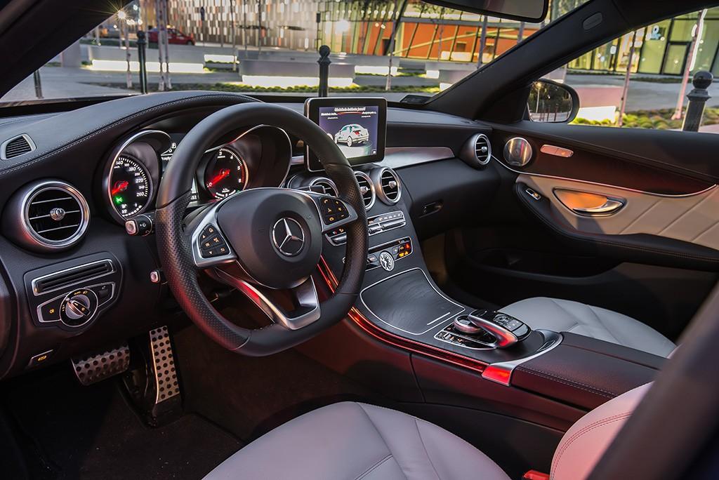Mercedes C300 hybrid wnetrze