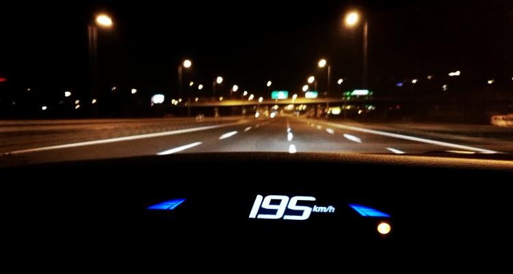 szybka jazda samochodem