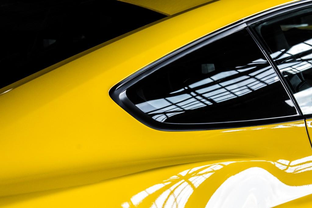 Próbowałem odnaleźć w sobie pierwiastek artysty. Michał Korta, trener Akademii Nikona nieustannie podkreślał jak ważne jest światło, jak modeluje obiekt, detal samochodu. Radził, żeby nie fotografować bezmyślnie, ale poświęcić czas na dokładne oglądnięcie samochodu, przeanalizowanie, jak układa się światło, dostrzeżenie detalu i dopiero wciśnięcie spustu migawki.