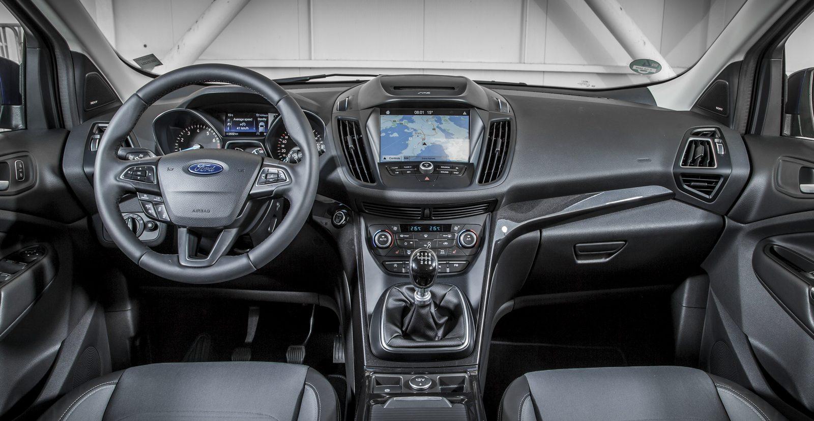 nowy-ford-kuga-test-opinia-wnetrze-titanium