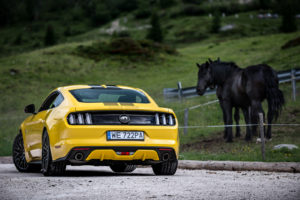 ford mustang w dolomitach 80