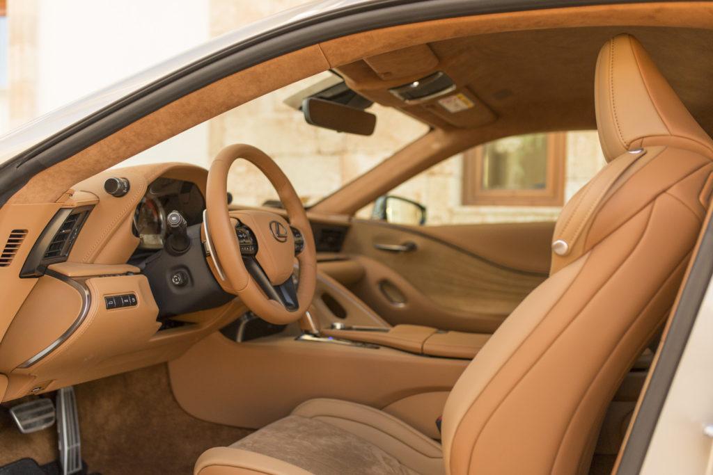 Lexus LC500h zdjecia wnetrze
