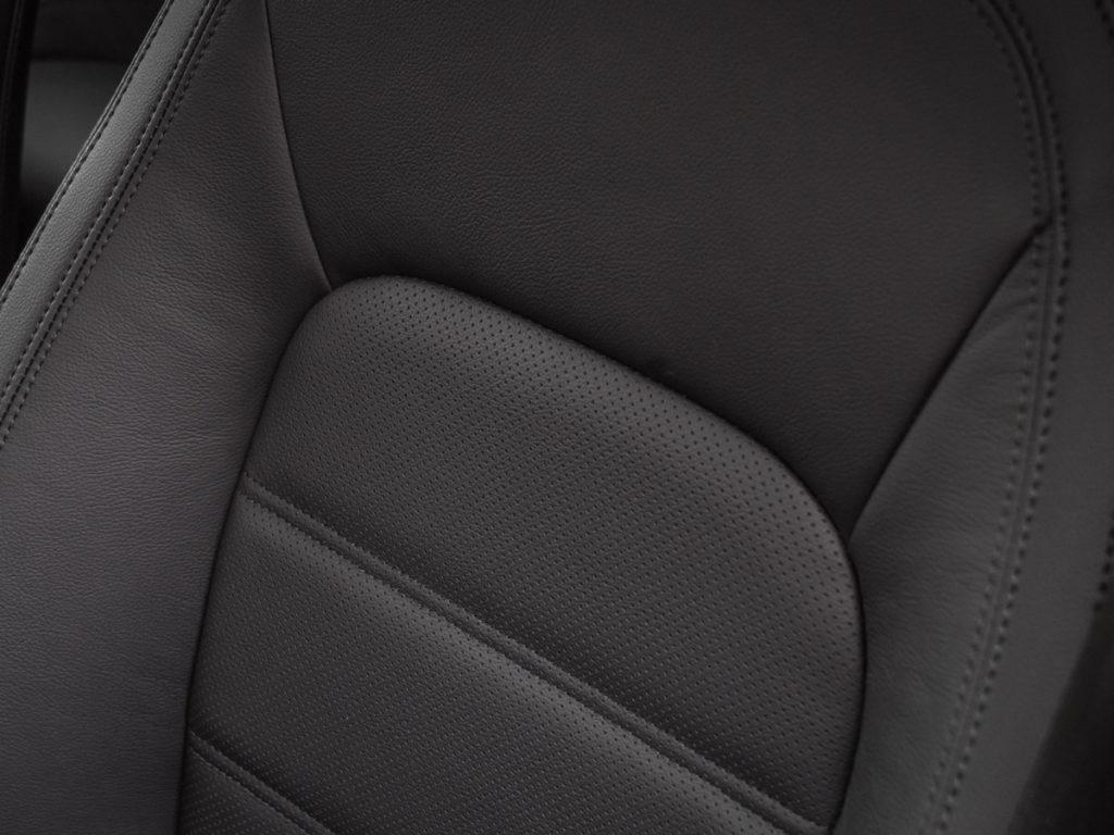 Jaguar E-Pace opinia i test D180 S fotele