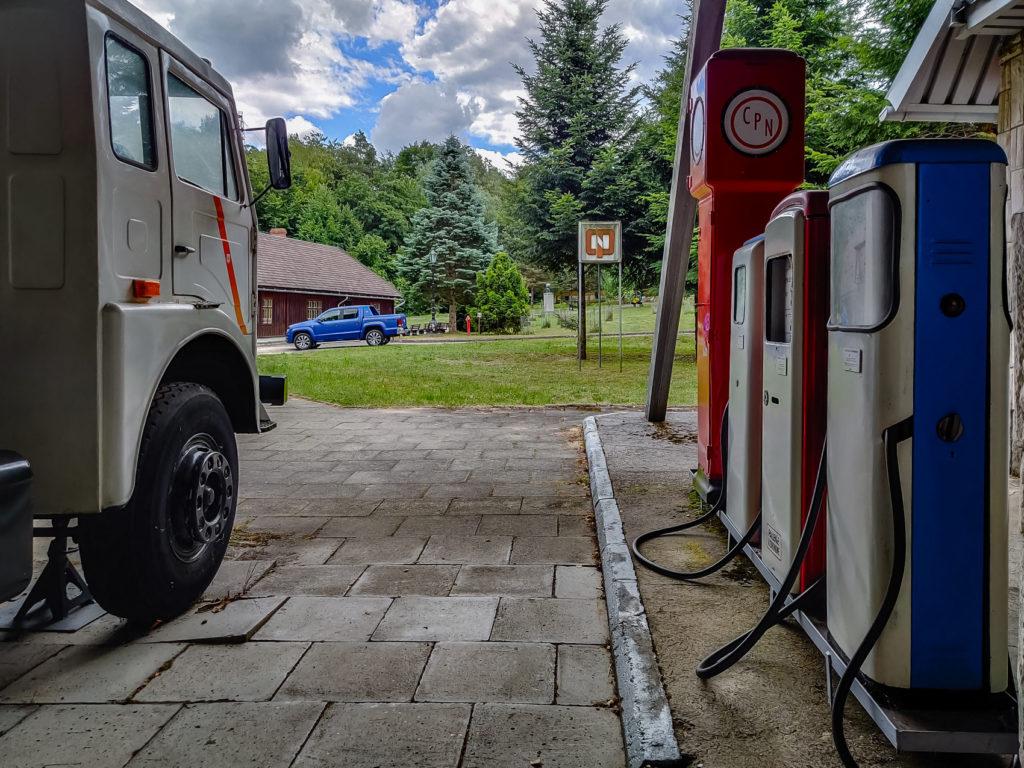 zabytkowa stacja paliw cpn w bóbrce