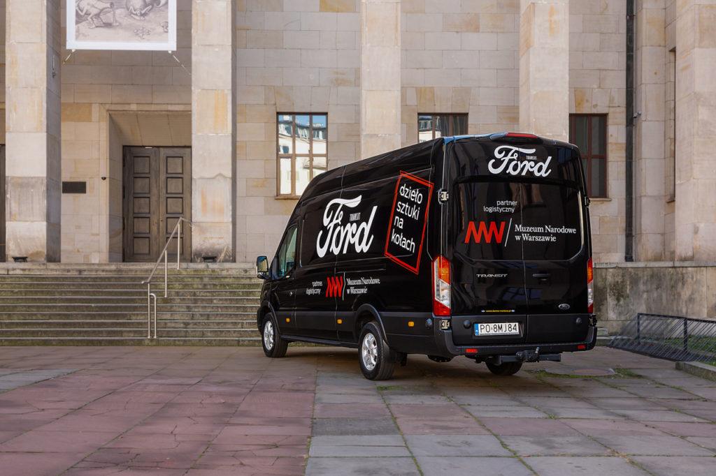 nowy ford transit i muzeum narodowe w warszawie